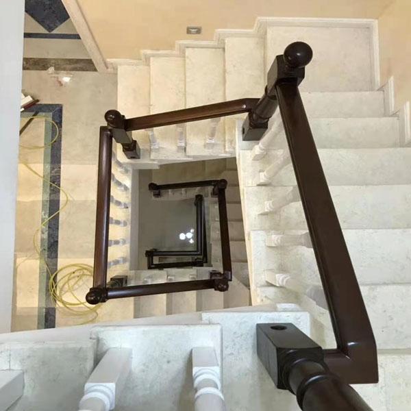 旋转实木楼梯